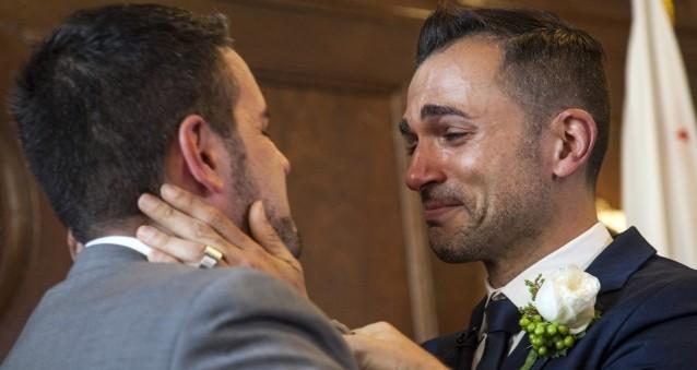 gay-married-couple-thumb-1.jpg